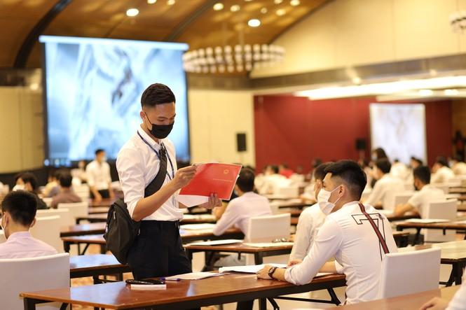 Hơn 2 nghìn cử nhân tốt nghiệp Đại học tham gia kỳ thi tuyển dụng - ảnh 2
