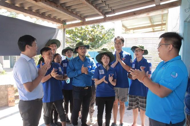 20 chiến sĩ tình nguyện tại huyện đảo Phú Quý, Bình Thuận - ảnh 2