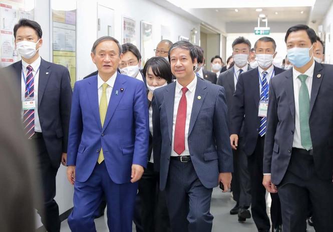 Thủ tướng Nhật Bản thăm và giao lưu với sinh viên trường ĐH Việt Nhật - ảnh 1