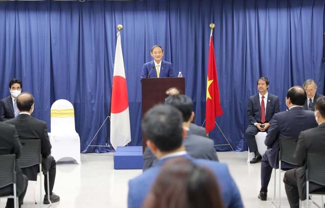 Thủ tướng Nhật Bản thăm và giao lưu với sinh viên trường ĐH Việt Nhật - ảnh 2