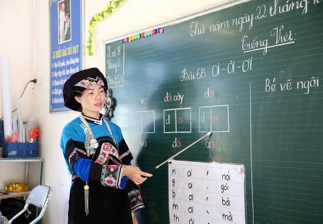 Thầy, cô bám bản dạy chữ ở nơi mà nước sinh hoạt quý như vàng - ảnh 1