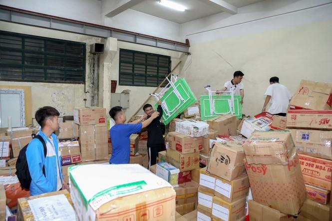 Hơn 22.000 bộ sách giáo khoa, cuốn vở viết được gửi về miền Trung - ảnh 2