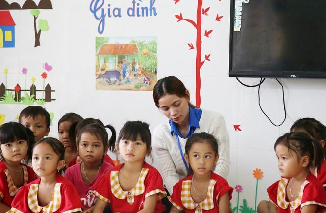 Niềm vui của cô giáo trẻ vùng cao là thấy các em đến lớp đông đủ  - ảnh 3