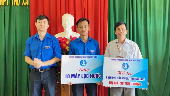 T.Ư Hội Sinh viên Việt Nam trao tặng học bổng tiếp sức học sinh, sinh viên miền Trung - ảnh 2