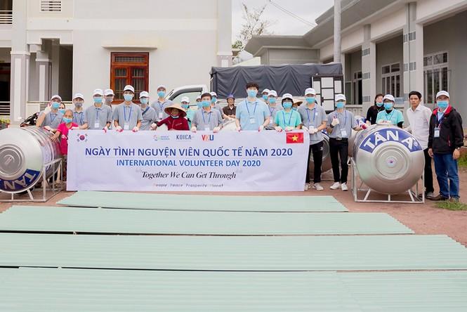 Tuổi trẻ VKU chung tay hỗ trợ người dân miền Trung khắc phục hậu quả bão lụt - ảnh 1