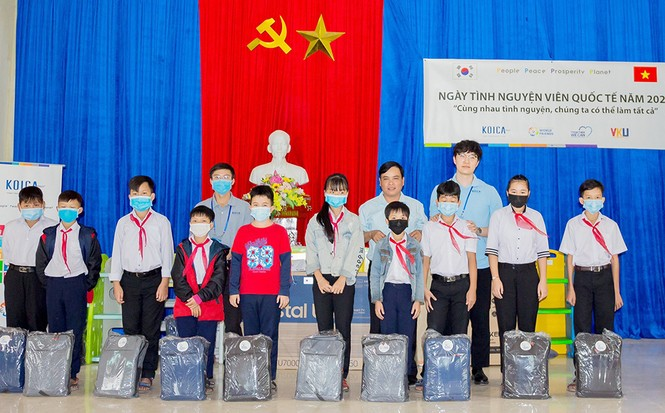 Tuổi trẻ VKU chung tay hỗ trợ người dân miền Trung khắc phục hậu quả bão lụt - ảnh 2