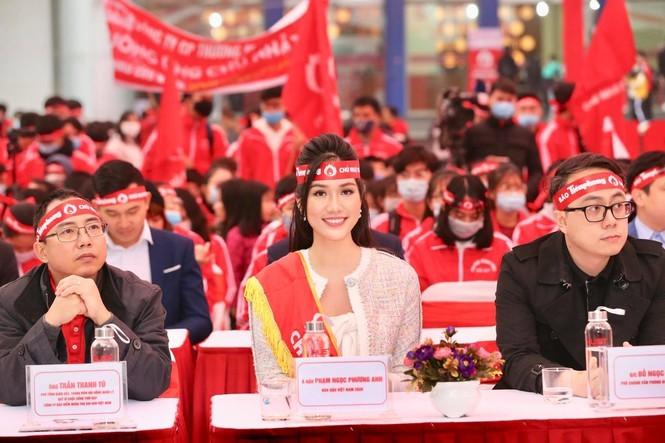 """Hoa hậu Việt Nam năm 2020 Đỗ Thị Hà rạng rỡ trong chương trình """"Chủ Nhật Đỏ""""  - ảnh 3"""