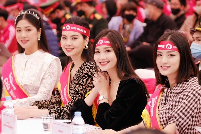 """Hoa hậu Việt Nam năm 2020 Đỗ Thị Hà rạng rỡ trong chương trình """"Chủ Nhật Đỏ""""  - ảnh 5"""