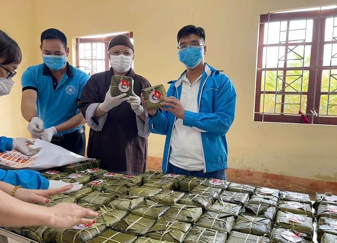 Hàng nghìn bánh chưng xanh gửi người dân và các lực lượng phòng chống dịch COVID-19 - ảnh 4