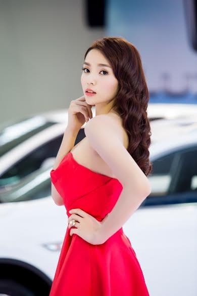 Hoa hậu Kỳ Duyên khoe vai trần gợi cảm - ảnh 6