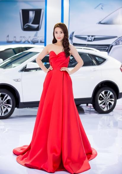 Hoa hậu Kỳ Duyên khoe vai trần gợi cảm - ảnh 7