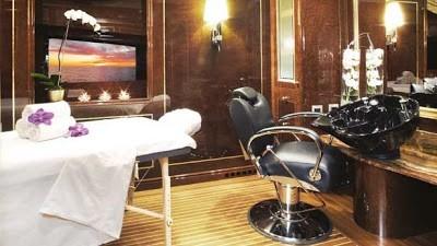 Bỏ mặc Chelsea, Abramovich thư giãn trên du thuyền đắt nhất thế giới - ảnh 7