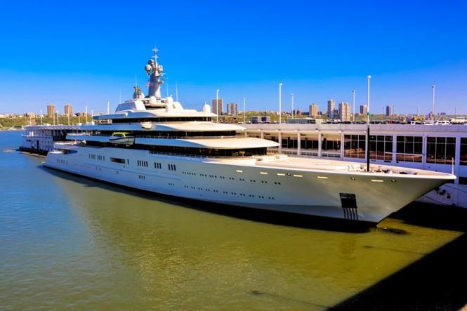 Bỏ mặc Chelsea, Abramovich thư giãn trên du thuyền đắt nhất thế giới - ảnh 15