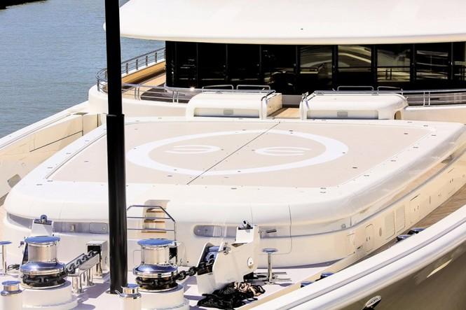 Bỏ mặc Chelsea, Abramovich thư giãn trên du thuyền đắt nhất thế giới - ảnh 11