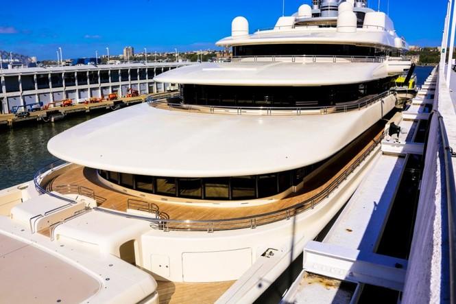 Bỏ mặc Chelsea, Abramovich thư giãn trên du thuyền đắt nhất thế giới - ảnh 14