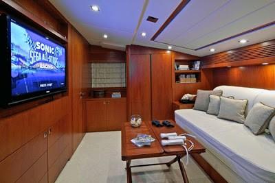 Bỏ mặc Chelsea, Abramovich thư giãn trên du thuyền đắt nhất thế giới - ảnh 4