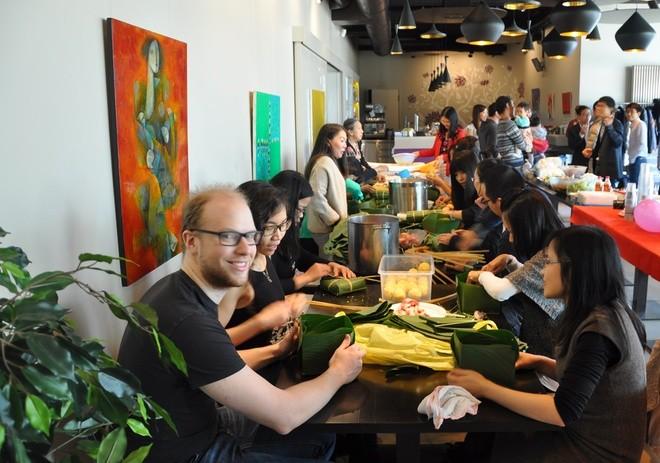 Người Việt xa xứ vui Tết, gây quỹ giúp trẻ em vùng cao - ảnh 6