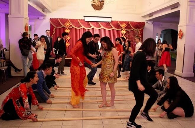 Người Việt xa xứ vui Tết, gây quỹ giúp trẻ em vùng cao - ảnh 10