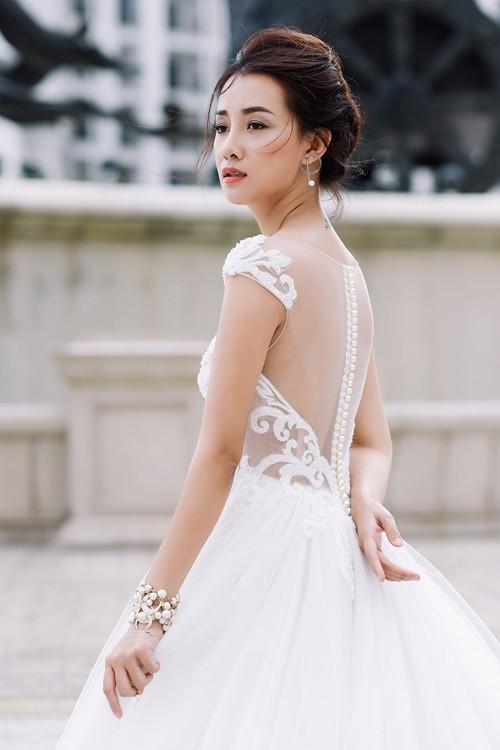 Vẻ đẹp mong manh của MC Quỳnh Chi khi hoá thành cô dâu - ảnh 8