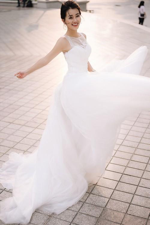 Vẻ đẹp mong manh của MC Quỳnh Chi khi hoá thành cô dâu - ảnh 5