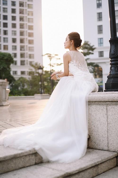 Vẻ đẹp mong manh của MC Quỳnh Chi khi hoá thành cô dâu - ảnh 6