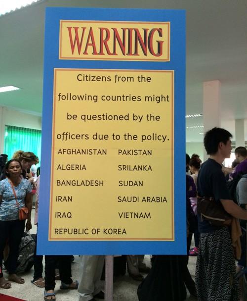 Yêu cầu Thái Lan bỏ quy định 'xòe 700 đô mới cho qua ải' - ảnh 1
