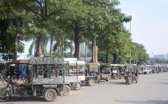 Hàng trăm thương binh xếp hàng mua vé cổ vũ trận Việt Nam - UAE - ảnh 7