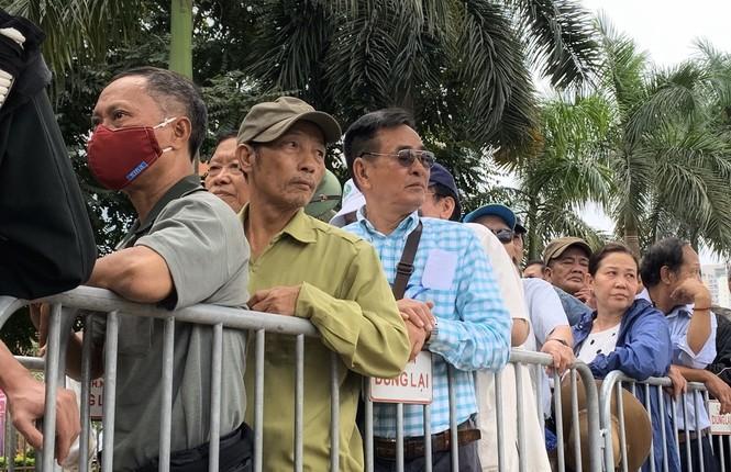 Hàng trăm thương binh xếp hàng mua vé cổ vũ trận Việt Nam - UAE - ảnh 4