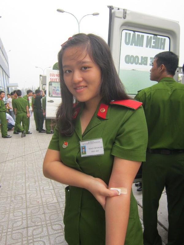 Chiến sĩ áo xanh và Chủ Nhật Đỏ - ảnh 2