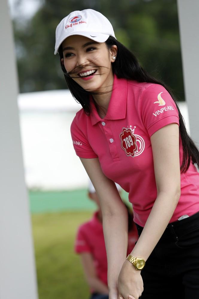 Thí sinh Hoa hậu Chung khảo phía Nam học đánh golf - ảnh 3
