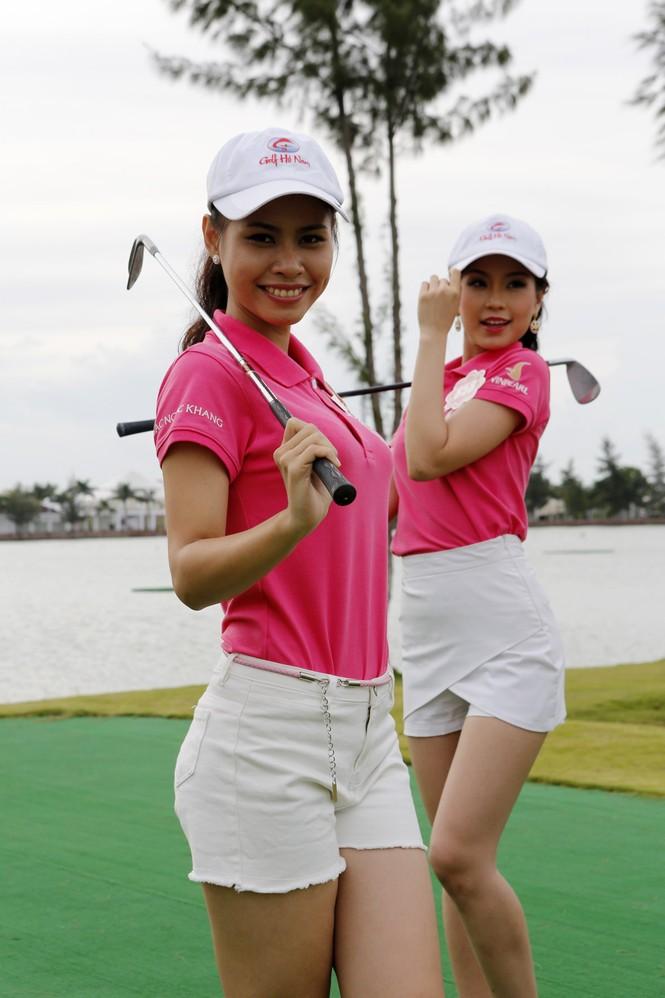 Thí sinh Hoa hậu Chung khảo phía Nam học đánh golf - ảnh 7