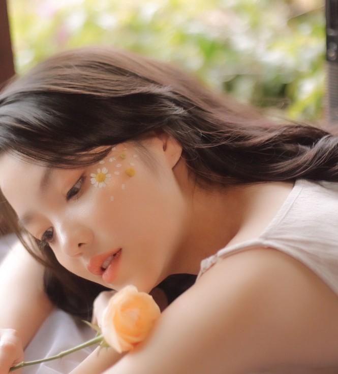 Hồng Kim Hạnh tung ảnh hững hờ, ngọt ngào quyến rũ - ảnh 6