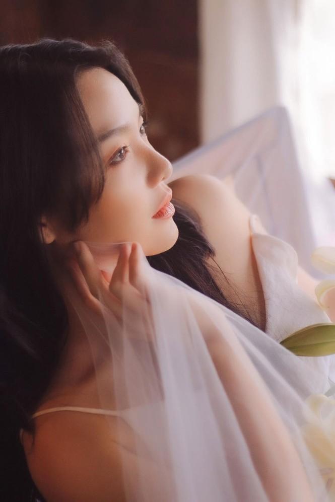 Hồng Kim Hạnh tung ảnh hững hờ, ngọt ngào quyến rũ - ảnh 4