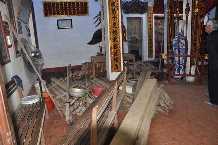 Rúng động vụ dỡ mái đình lấy gỗ sưa đem bán - ảnh 1
