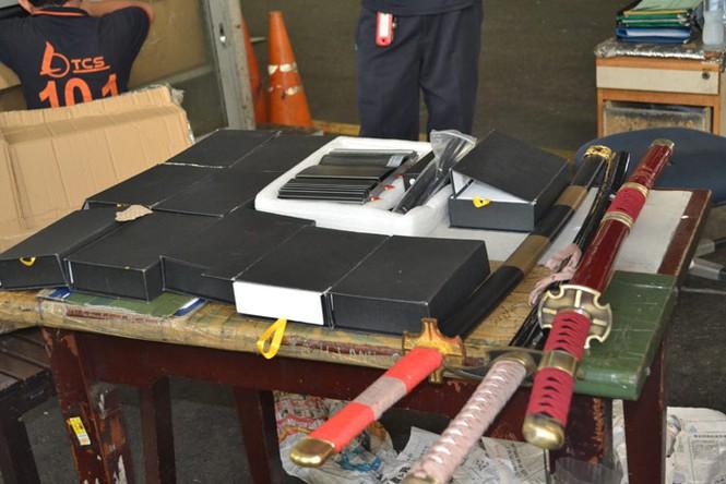 Bắt vụ vận chuyển vũ khí, máy phá sóng tại Tân Sơn Nhất - ảnh 5