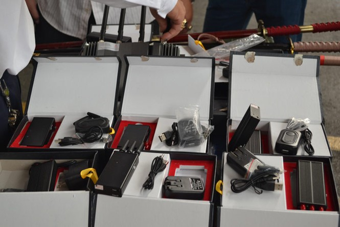 Bắt vụ vận chuyển vũ khí, máy phá sóng tại Tân Sơn Nhất - ảnh 4