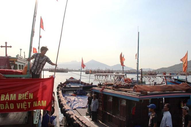 Xúc động hình ảnh ngư dân Đà Nẵng trước lúc ra khơi - ảnh 7