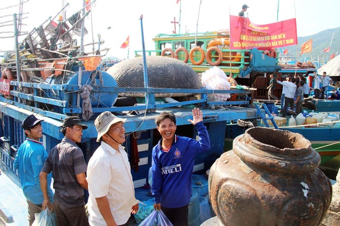 Xúc động hình ảnh ngư dân Đà Nẵng trước lúc ra khơi - ảnh 11