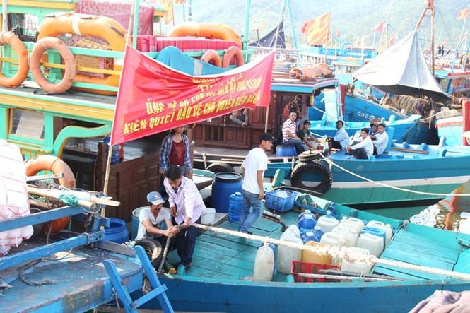 Xúc động hình ảnh ngư dân Đà Nẵng trước lúc ra khơi - ảnh 5