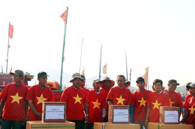Xúc động hình ảnh ngư dân Đà Nẵng trước lúc ra khơi - ảnh 3