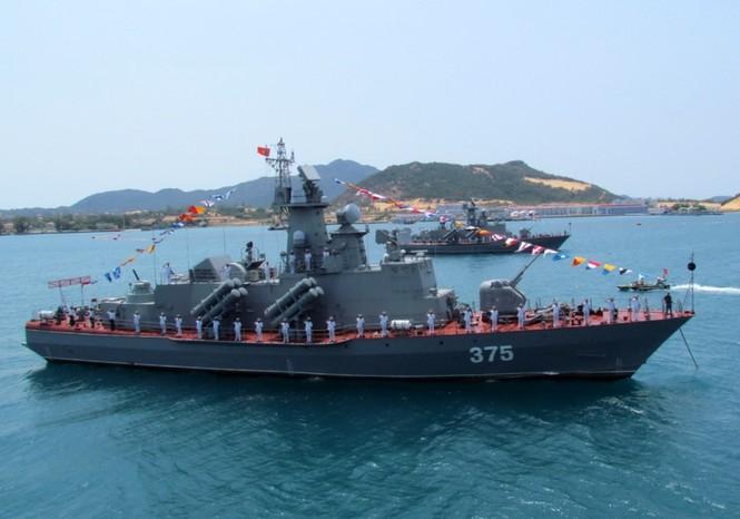 [ẢNH] Dàn vũ khí tối tân của Hải quân Việt Nam duyệt đội hình - ảnh 16
