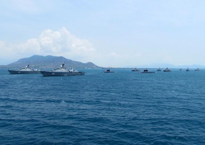 [ẢNH] Dàn vũ khí tối tân của Hải quân Việt Nam duyệt đội hình - ảnh 13