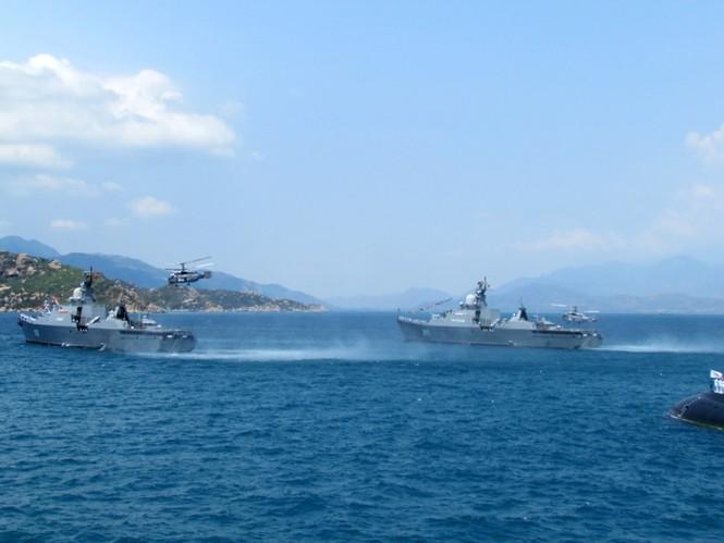 [ẢNH] Dàn vũ khí tối tân của Hải quân Việt Nam duyệt đội hình - ảnh 12