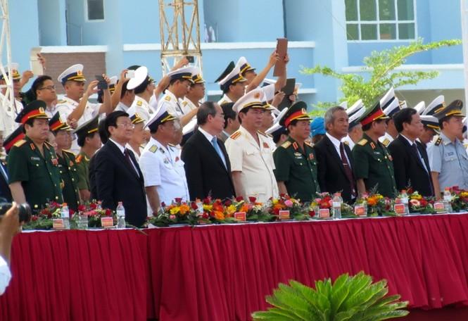 [ẢNH] Dàn vũ khí tối tân của Hải quân Việt Nam duyệt đội hình - ảnh 2