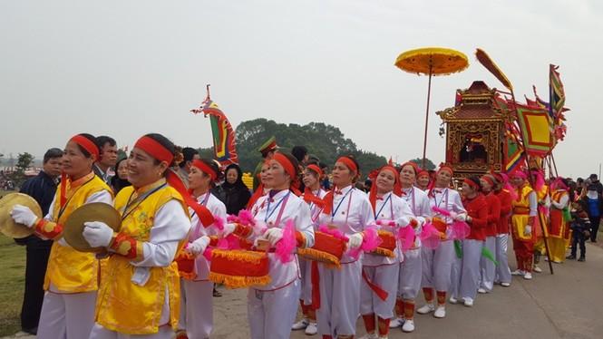 Hàng vạn người dự đám rước lễ hội Thủy tổ dân tộc - ảnh 1
