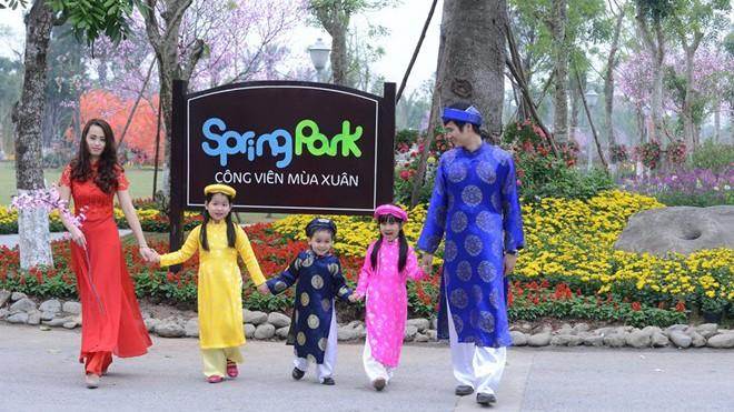 Công viên rực rỡ hoa xuân ở vùng ven Hà Nội - ảnh 1