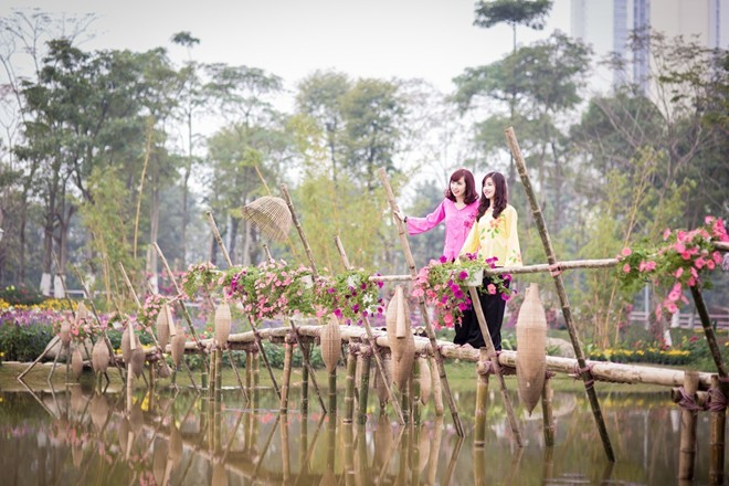 Công viên rực rỡ hoa xuân ở vùng ven Hà Nội - ảnh 3