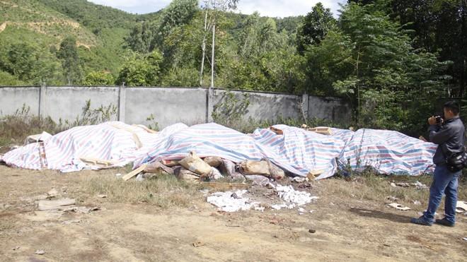 Công an lên tiếng vụ dân tố công ty chôn chất thải nghi độc hại - ảnh 1