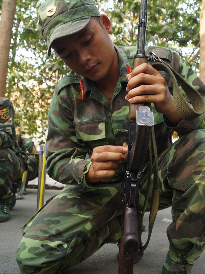 Tân binh Trung đoàn Gia Định trên thao trường đất thép Củ Chi - ảnh 11