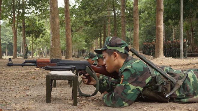 Tân binh Trung đoàn Gia Định trên thao trường đất thép Củ Chi - ảnh 1